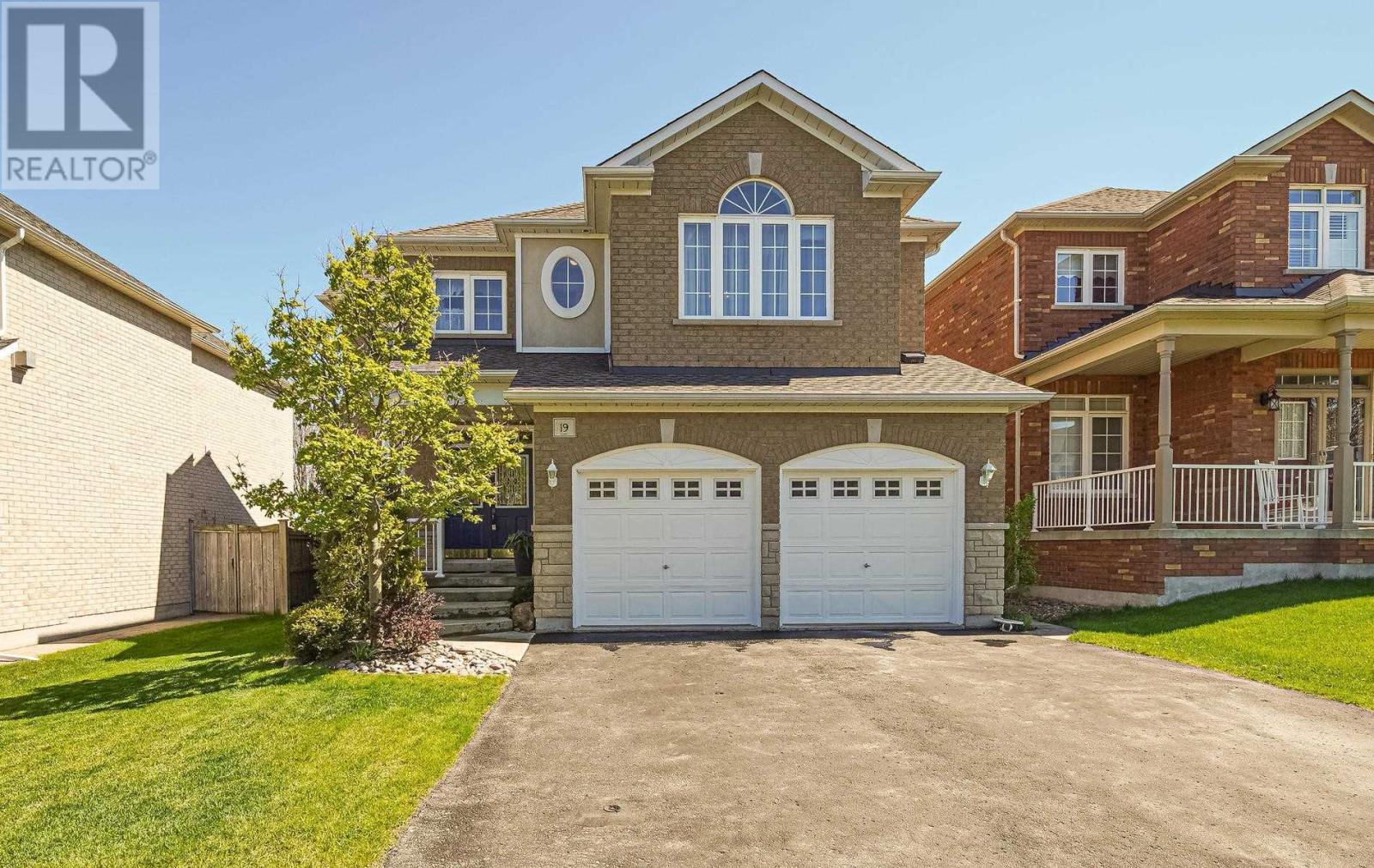 19 Dudley Crt, Clarington, Ontario  L1E 3K3 - Photo 1 - E4828313